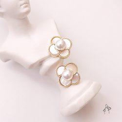 山茶花Camellia- 天然貝殼四瓣花耳環 925抗敏銀針免費改夾
