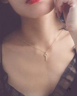 一如往昔as usual- 三葉鑲鑽鑰匙 925銀鍍真金抗敏 極細短項鍊